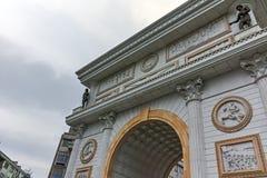 SKOPJE, EL REPÚBLICA DE MACEDONIA - 24 DE FEBRERO DE 2018: Arco de la puerta de Macedonia, Skopje Foto de archivo libre de regalías