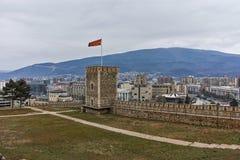 SKOPJE, EL REPÚBLICA DE MACEDONIA - 24 DE FEBRERO DE 2018: Fortaleza de la col rizada de la fortaleza de Skopje en la ciudad viej Imagen de archivo