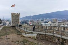SKOPJE, EL REPÚBLICA DE MACEDONIA - 24 DE FEBRERO DE 2018: Fortaleza de la col rizada de la fortaleza de Skopje en la ciudad viej Fotos de archivo libres de regalías