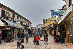 SKOPJE, EL REPÚBLICA DE MACEDONIA - 24 DE FEBRERO DE 2018: Viejo mercado del bazar viejo en la ciudad de Skopje Fotografía de archivo
