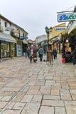 SKOPJE, EL REPÚBLICA DE MACEDONIA - 24 DE FEBRERO DE 2018: Viejo mercado del bazar viejo en la ciudad de Skopje Foto de archivo libre de regalías