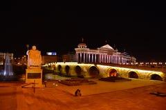 Skopje na noite imagens de stock royalty free