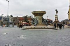 SKOPJE, A REPÚBLICA DA MACEDÔNIA - 24 DE FEVEREIRO DE 2018: Centro da cidade de Skopje e monumento das Olympia Fotos de Stock