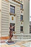 SKOPJE, A REPÚBLICA DA MACEDÔNIA - 24 DE FEVEREIRO DE 2018: Construção do teatro nacional macedônio na cidade de Skopje Imagem de Stock