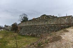 SKOPJE, A REPÚBLICA DA MACEDÔNIA - 24 DE FEVEREIRO DE 2018: Fortaleza da couve da fortaleza de Skopje na cidade velha Imagem de Stock