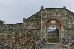 SKOPJE, A REPÚBLICA DA MACEDÔNIA - 24 DE FEVEREIRO DE 2018: Fortaleza da couve da fortaleza de Skopje na cidade velha Fotografia de Stock Royalty Free