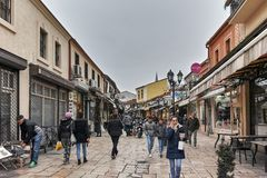SKOPJE, A REPÚBLICA DA MACEDÔNIA - 24 DE FEVEREIRO DE 2018: Mercado velho do bazar velho da cidade de Skopje Fotografia de Stock