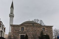 SKOPJE, A REPÚBLICA DA MACEDÔNIA - 24 DE FEVEREIRO DE 2018: Mesquita na cidade velha da cidade de Skopje Imagens de Stock