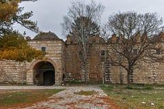 SKOPJE, A REPÚBLICA DA MACEDÔNIA - 24 DE FEVEREIRO DE 2018: Ruínas de Kurshumli na cidade velha da cidade de Skopje Fotografia de Stock Royalty Free