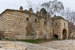SKOPJE, A REPÚBLICA DA MACEDÔNIA - 24 DE FEVEREIRO DE 2018: Ruínas de Kurshumli na cidade velha da cidade de Skopje Fotos de Stock