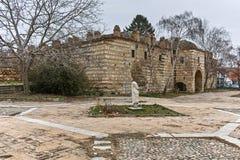 SKOPJE, A REPÚBLICA DA MACEDÔNIA - 24 DE FEVEREIRO DE 2018: Ruínas de Kurshumli na cidade velha da cidade de Skopje Imagens de Stock