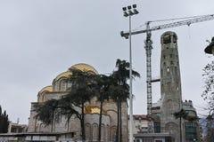 SKOPJE, REPUBBLICA MACEDONE - 24 FEBBRAIO 2018: Campanile della st Costantina e Elena Church in città di Skopje, Fotografie Stock Libere da Diritti