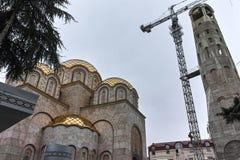 SKOPJE, REPUBBLICA MACEDONE - 24 FEBBRAIO 2018: Campanile della st Costantina e Elena Church in città di Skopje, Fotografie Stock