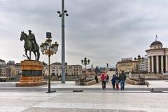 SKOPJE, REPUBBLICA MACEDONE - 24 FEBBRAIO 2018: Centro urbano di Skopje e monumento di Gotse Delchev Immagine Stock Libera da Diritti