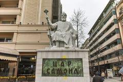 SKOPJE, REPUBBLICA MACEDONE - 24 FEBBRAIO 2018: Centro urbano di Skopje e zar Samuel Monument Immagini Stock Libere da Diritti