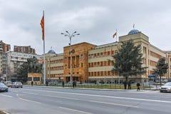 SKOPJE, REPUBBLICA MACEDONE - 24 FEBBRAIO 2018: Costruzione del Parlamento in città di Skopje Fotografia Stock
