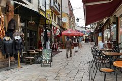 SKOPJE, REPUBBLICA MACEDONE - 24 FEBBRAIO 2018: Vecchio mercato del vecchio bazar di città di Skopje Fotografie Stock Libere da Diritti