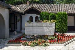 SKOPJE, REPUBBLICA MACEDONE - 13 MAGGIO 2017: Chiesa ortodossa dell'ascensione di Gesù e la tomba di Gotse Delchev a Skopje fotografia stock libera da diritti