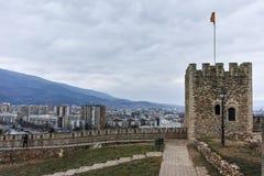 SKOPJE, REPUBLIEK VAN MACEDONIË - 24 FEBRUARI, 2018: De Boerenkoolvesting van de Skopjevesting in de Oude Stad Stock Foto