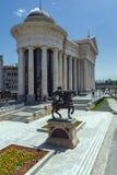 SKOPJE, REPUBLIEK VAN MACEDONIË - 13 MEI 2017: Het Centrum van de Skopjestad en Archeologisch Museum Royalty-vrije Stock Foto