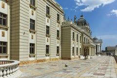 SKOPJE, REPUBLIEK VAN MACEDONIË - 13 MEI 2017: Macedonisch Nationaal Theater in stad van Skopje Royalty-vrije Stock Afbeeldingen