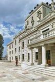 SKOPJE, REPUBLIEK VAN MACEDONIË - 13 MEI 2017: Macedonisch Nationaal Theater in stad van Skopje Royalty-vrije Stock Foto's
