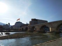 Skopje-Steinbrücke lizenzfreie stockbilder