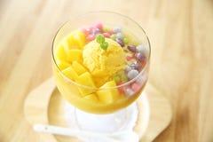 Skopor av mangoglassfrukt arkivfoto