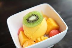 Skopor av mangoglassfrukt fotografering för bildbyråer
