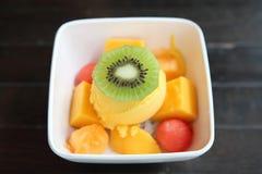 Skopor av mangoglassfrukt arkivbilder