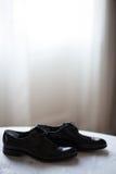 Skor för bröllop för brudgum` s Fotografering för Bildbyråer