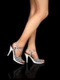 skor för hög bana för ben för clippinghäl sexiga Arkivbilder