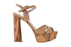 Skor Skor för kvinna` s på en vit bakgrund högvärdigt skodon Italienare brännmärkte skor Royaltyfri Fotografi