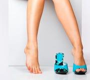 skor för modekvinnligben royaltyfri foto