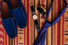 Skor för svart för man` s på golvet Royaltyfria Foton