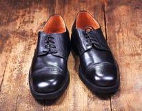 skor för svart man s Arkivbilder