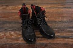 Skor för svart man` s Arkivfoto