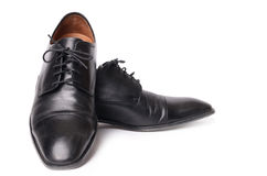 Skor för svart man` som s isoleras på vit bakgrund Arkivfoto
