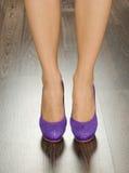 Skor för trendiga kvinnor i kontoret Royaltyfri Foto