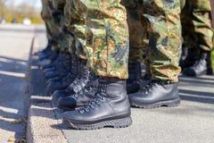 Skor för tysk armé i en linje Fotografering för Bildbyråer