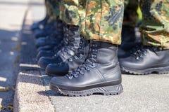 Skor för tysk armé i en linje Arkivbilder