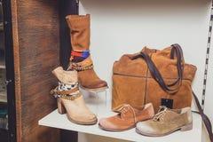 Skor kvinnors skor, stilfulla skor Royaltyfri Fotografi