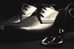 Skor och bälte för man` s Arkivfoto