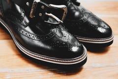 Skor och bälte för man` s Arkivbild