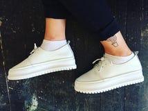 skor och tatuering Arkivbild