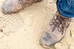 Skor på sanden Arkivfoton