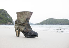 Skor på stranden Royaltyfria Foton