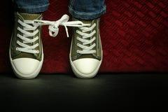 skor riktar uppmärksamheten på bundet upp Arkivbild