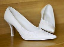 skor som gifta sig white Arkivbild