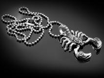 Skorpionhänge - rostfritt stål Fotografering för Bildbyråer